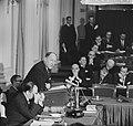Minister Luns tijdens zijn rede in de Tweede Kamer , minister Luns, Bestanddeelnr 914-7744.jpg
