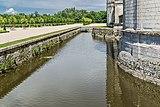 Moat of the Chambord Castle 01.jpg
