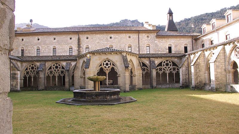 File:Monasterio de Iranzu. Claustro.jpg