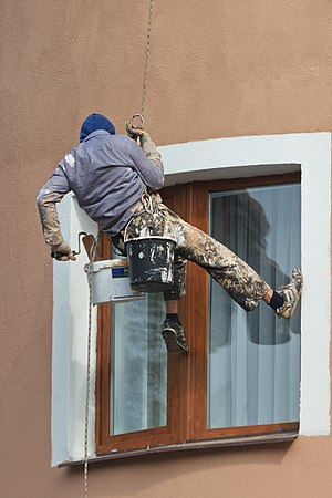 Rope access - Façade painting in Moscow - Note the unsafe behaviour: the technician does NOT use a safety rope and a fall arrester with shock absorber. He does NOT wear a helmet and safety boots and he uses a Figure 8 descender which is not suitable for work.