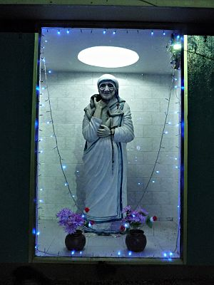 A shrine for the well-known Mother Teresa. en....