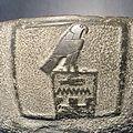 Motif gravé sur une vasque trouvée la tombe du roi Den.jpg