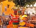 Mujeres con trajes tradicionales en Cartagena de Indias, Colombia.jpg