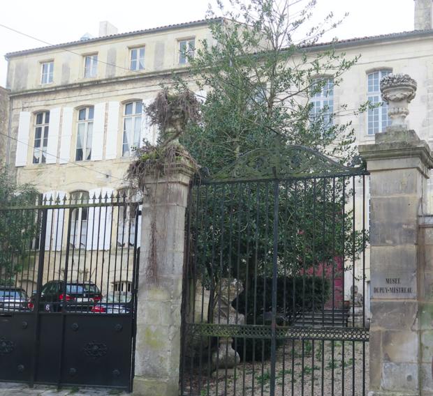 Monument historique à Saintes