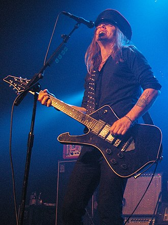 Nicke Andersson - Nicke Andersson performing with the Hellacopters in 2008.