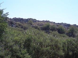 Gla - Image: North wall below citadel of Gla