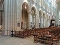 Noyon (60), cathédrale Notre-Dame, nef, grandes arcade du nord, vue diagonale vers le nord-est 1.jpg