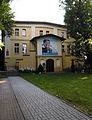OPOLE dom XIXw ul Barlickiego15-widok od wejścia z ulicy. sienio.jpg