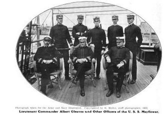Albert Gleaves - Image: Officers and Crew of the USS Mayflower (PY 1) in 1903
