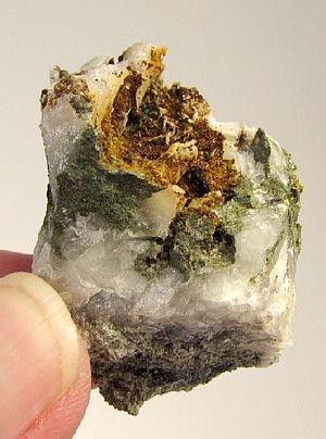 Oosterboschite, Trogtalite, Cuprosklodowskite, Quartz-384830.jpg