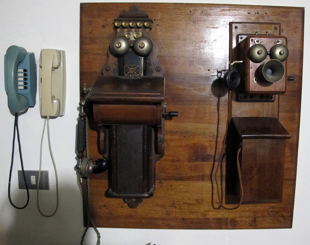 File osservatorio ximeniano antichi telefoni jpg - Telefoni a parete ...