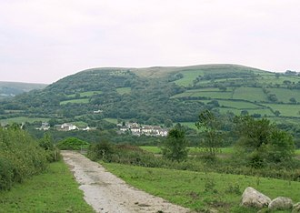 Betws, Carmarthenshire - Image: Outcrop at north end of Betws Mountain geograph.org.uk 64603