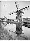 overzicht van de aan water gelegen ronde stenen molen met woonhuis op de achtergrond - alkmaar - 20006895 - rce