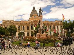 Plaza Murillo con el Palacio Quemado al fondo.