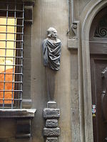 Erma di Marsilio Ficino sul Palazzo dei Visacci