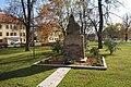 Památník obětem světových válek, Husovo náměstí, Hostivice, okr. Praha-západ, Středočeský kraj 01.JPG