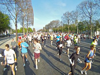 English: Paris Marathon 2010, Avenue des Champ...