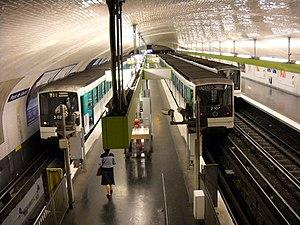 Pont de Sèvres (Paris Métro) - Image: Paris metro Pont de Sèvres 4