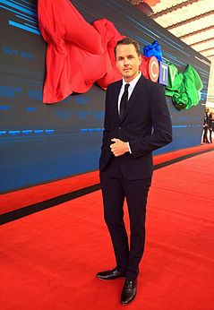 Paul Campbell on the red carpet at the CTV Upfront 2014 event.jpg