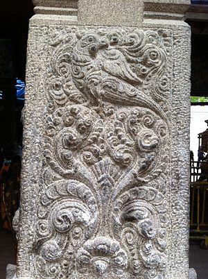 Palani Murugan temple - Thiruavinangudi Temple pillar sculptures