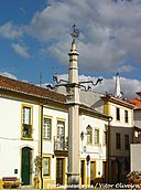 Pelourinho do Sardoal - Portugal (7744994916).jpg
