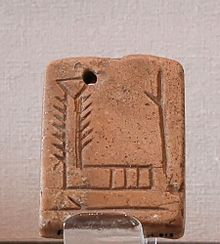 "Pendant bearing the Sumerian logogram EN, meaning ""lord"" or ""master"""