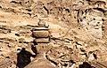Petra-El Deir-Klostergrab-22-Urne-Kletterer-2010-gje.jpg