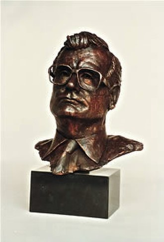 Philippe Chatrier - Philippe Chatrier bust by Laurence Broderick