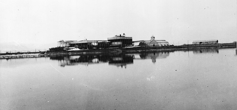 מבט על מפעלי ים המלח