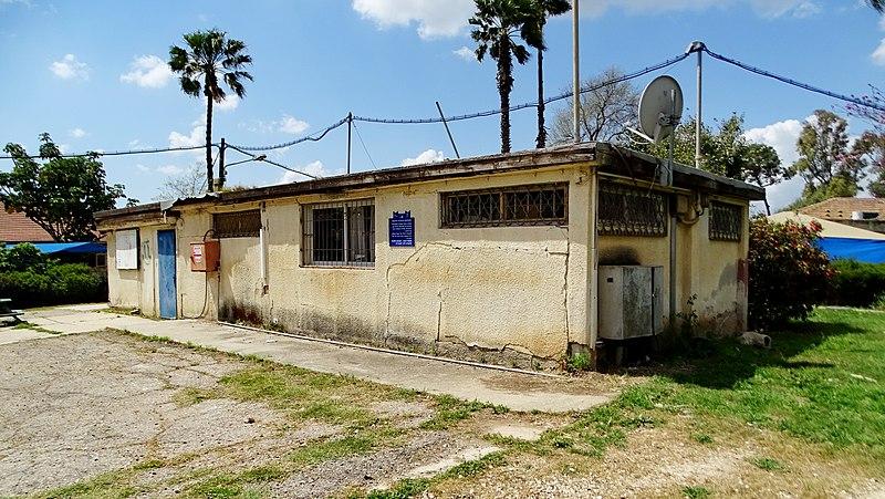 מקלחת ציבורית בקיבוץ רמת דוד