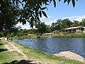 Pileta sobre el río.JPG