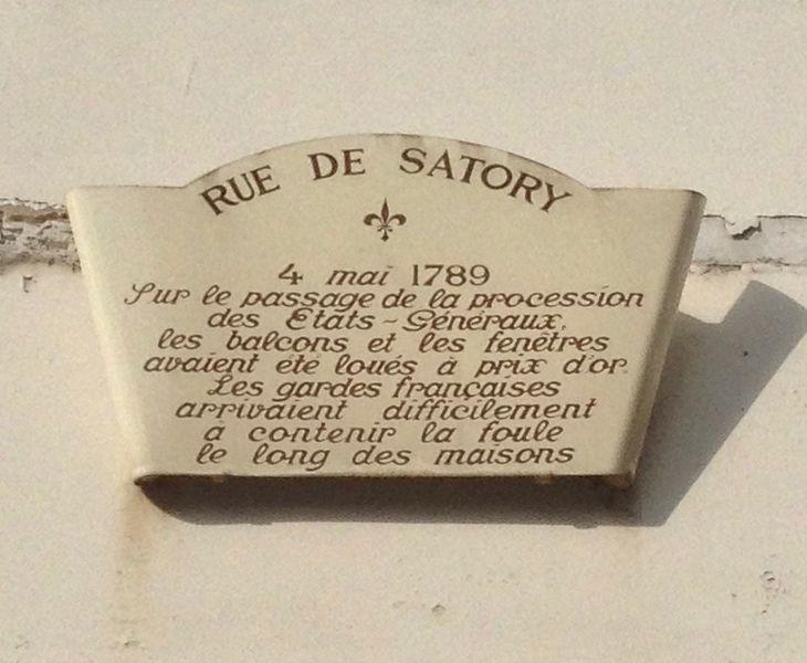 File:Plaque d'information dans la rue de Satory.jpg