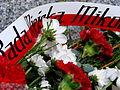 Pomnik na Groniach 8 Kwiaty.JPG