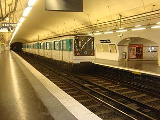 Porte des Lilas (Paris Métro) - Image: Porte Lilas L3bis quai rame stop