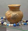 Pot et collier Luba-Musée royal de l'Afrique centrale.jpg