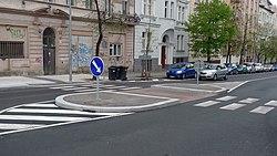 Praha 10 ulice Ruska 10 prechod s ostruvkem.JPG