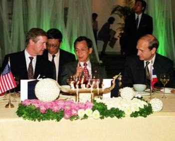 Prime Minister Chuan Likphai hosts a dinner welcoming Secretary of Defense William S. Cohen