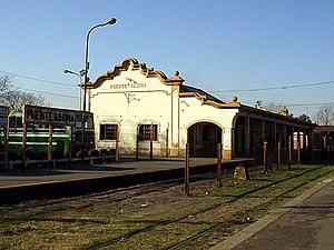 Puente Alsina railway station - Image: Puente Alsina station 1