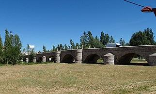 Puente de Puente Castro sobre río Torio. León (2)