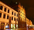 Radnice města Plzně a Císařský dům, noční foto.jpg