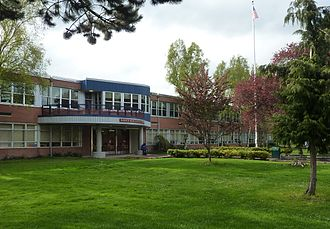 Rainier Beach High School - Image: Rainier Beach High School 01