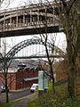 Rise and Fall artwork above Pipewellgate, Gateshead (geograph 2734063).jpg