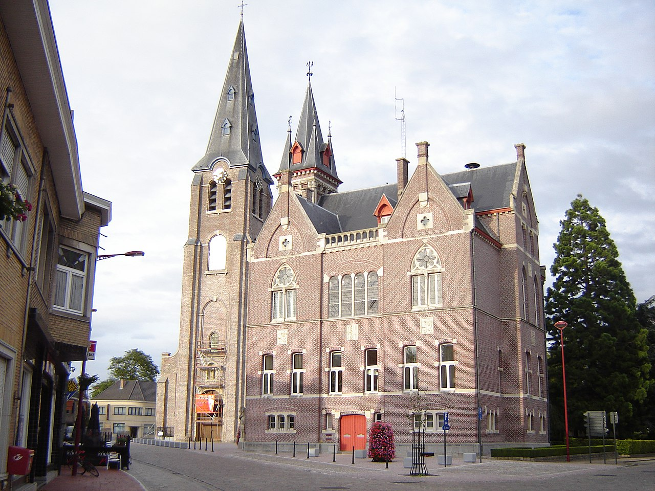 Village centre, with town hall and church of Our Lady