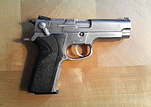 Smith & Wesson Model 4006 - Image: S&W4006