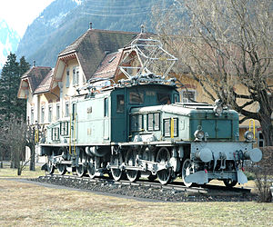 Jackshaft (locomotive) - A Crocodile of the Swiss Federal Railways.  Each set of 6 driving wheels is driven by a jackshaft between the driving wheels, gear-driven by a pair of traction motors.
