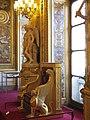 Salle des Conférences du Palais du Luxembourg (Trone et statues).jpg
