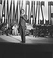 Sammy Davis Jr tijdens optreden in theater Carre, Bestanddeelnr 916-2027.jpg