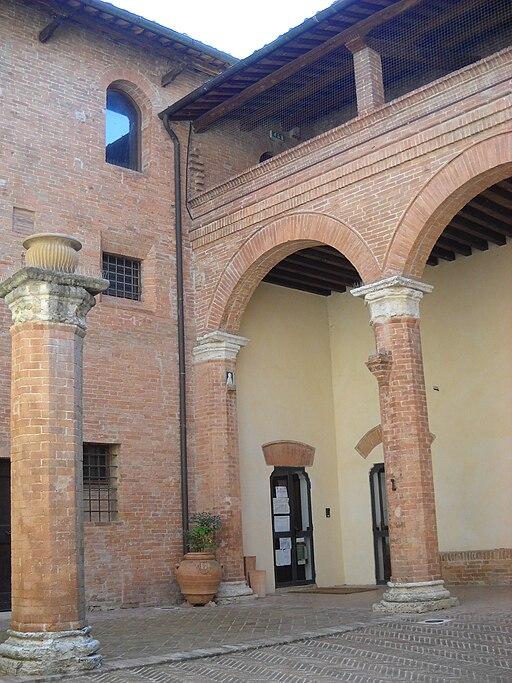 Il cortile interno del Castello di San Giovanni d'Asso