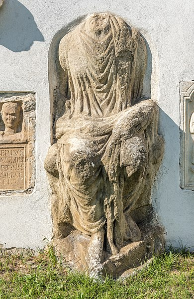 File:Sankt Veit Sankt Donat Pfarrkirche hl. Donatus S-Wand Isis Statue 12092018 4665.jpg
