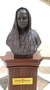 Savitribai Phule statue, Maharashtra sadan, New Delhi.jpg
